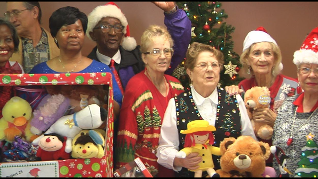 Lynn Haven Senior Center Donates Gifts to Project 25